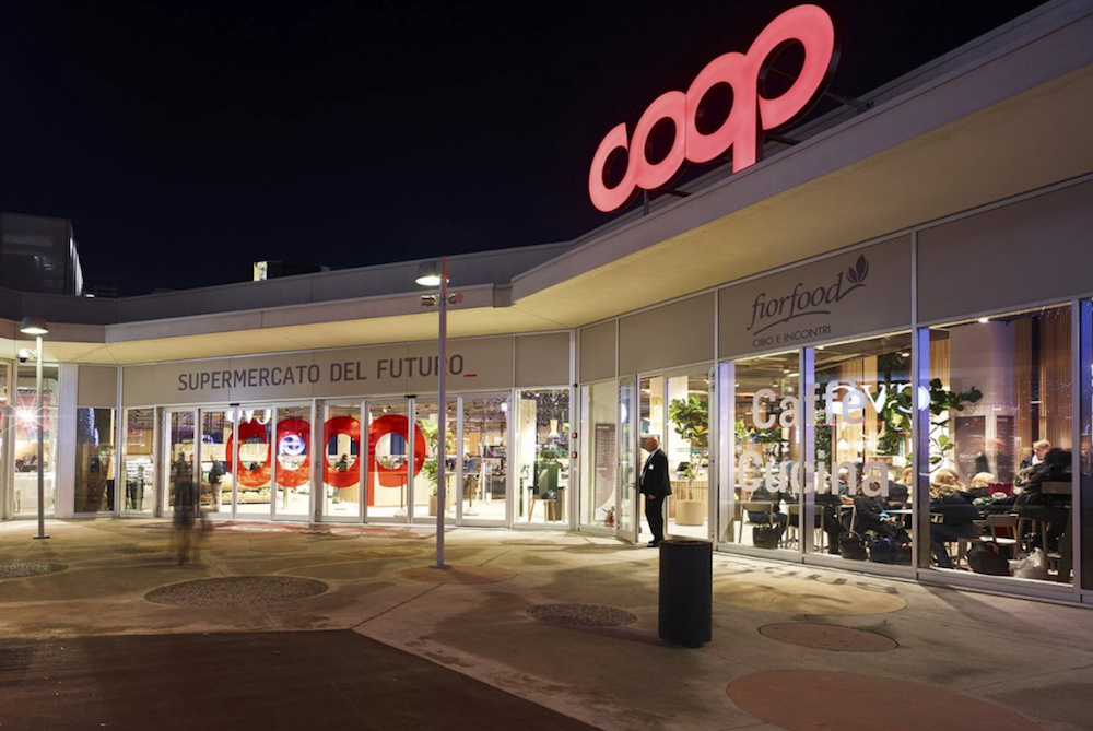 designed-by-mit-and-built-by-italian-grocery-giant-coop-the-first-supermarket-of-the-future-recently-opened-in-milan
