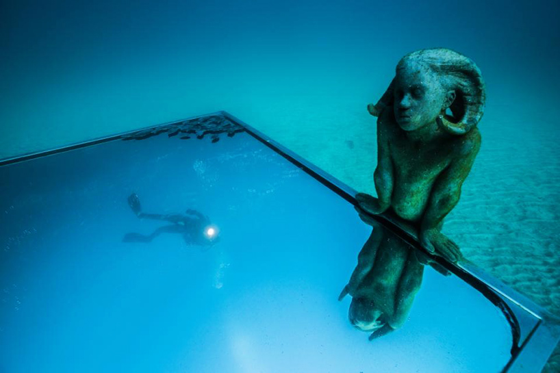 jason-decaires-taylor-new-underwater-sculptures-designboom-08.jpg